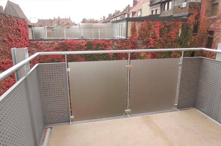 Komplettinnen- und Hofsanierung mit Anbau Balkone